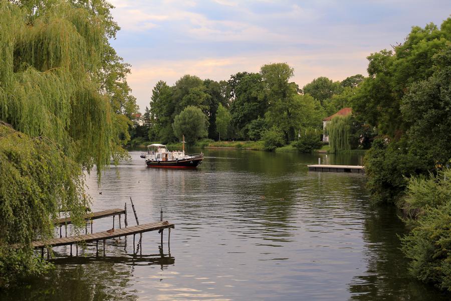 Boot vor der Schlossinsel Köpenick