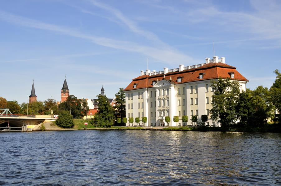 Schloss Köpenick  Ausflug vom Yachthafen Berlin