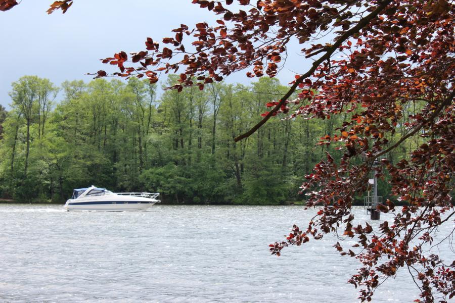 Mit dem Boot vom Hafen zum Zeuthener See