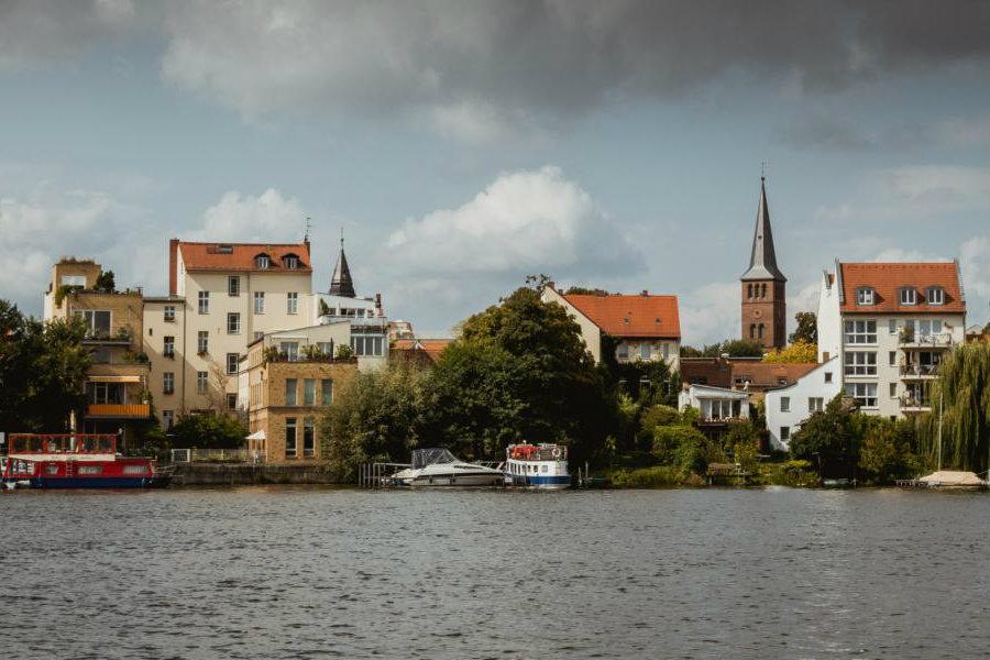 Sehenswerte Altstadt Köpenick vom Yachthafen Berlin